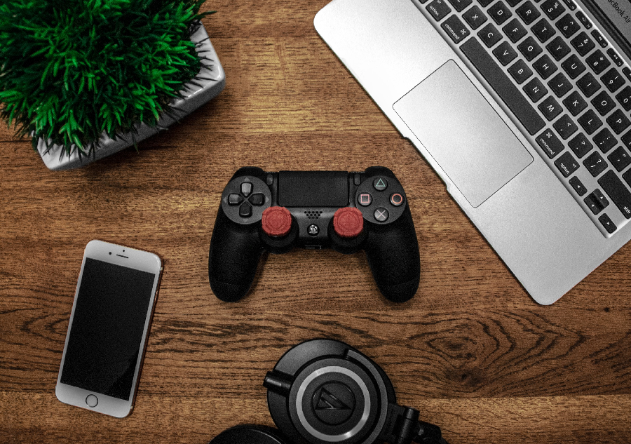 WHY ONLINE GAMING IS BETTER THAN BINGE WATCHING